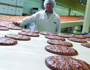 Pierre Daunas fabrique des galettes depuis quarante-cinq ans