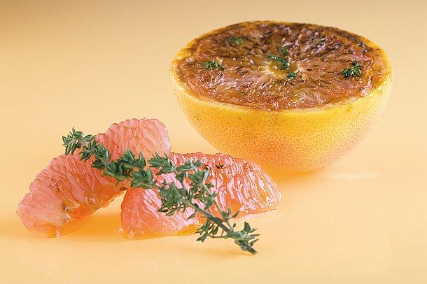 Pamplemousses rosés rôtis au thym et au miel