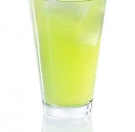 Izarra-lemon-cocktail