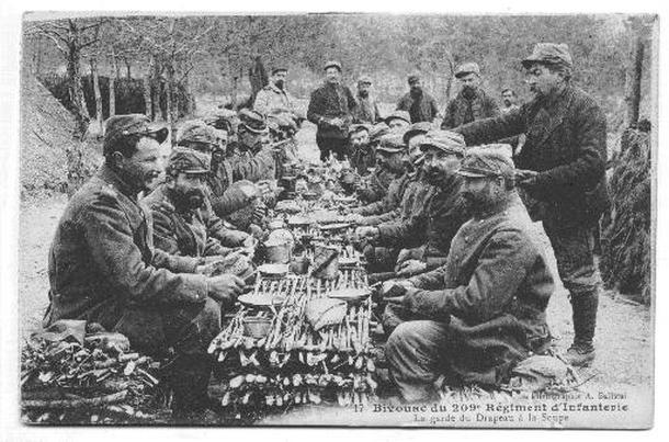 1914-18 : les repas dans les tranchées, ce moment où l'on se
