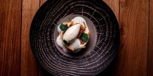 tout-comme-la-fraise-qui-se-cuisine-aussi-en-entree-lasperge-inspire-les-chefs-qui-nhesitent-pas-a-la-preparer-en-dessert-retrouvez-ces-propositions-culinaires-renouvelees-parmi-les-50-recette